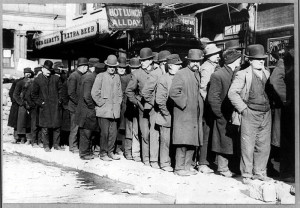 800px-Bowery_men_waiting_for_bread_in_bread_line,_New_York_City,_Bain_Collection